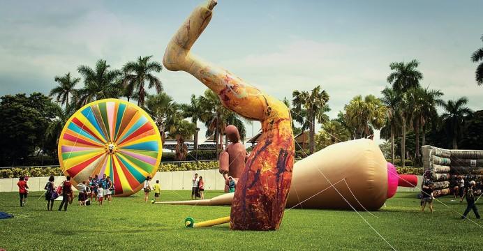 Giants In The City Inflatable Sculptures Public Art Outdoor Art Exhibition Sculptures